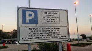 Keine Wertgegenstände im Fahrzeug lassen