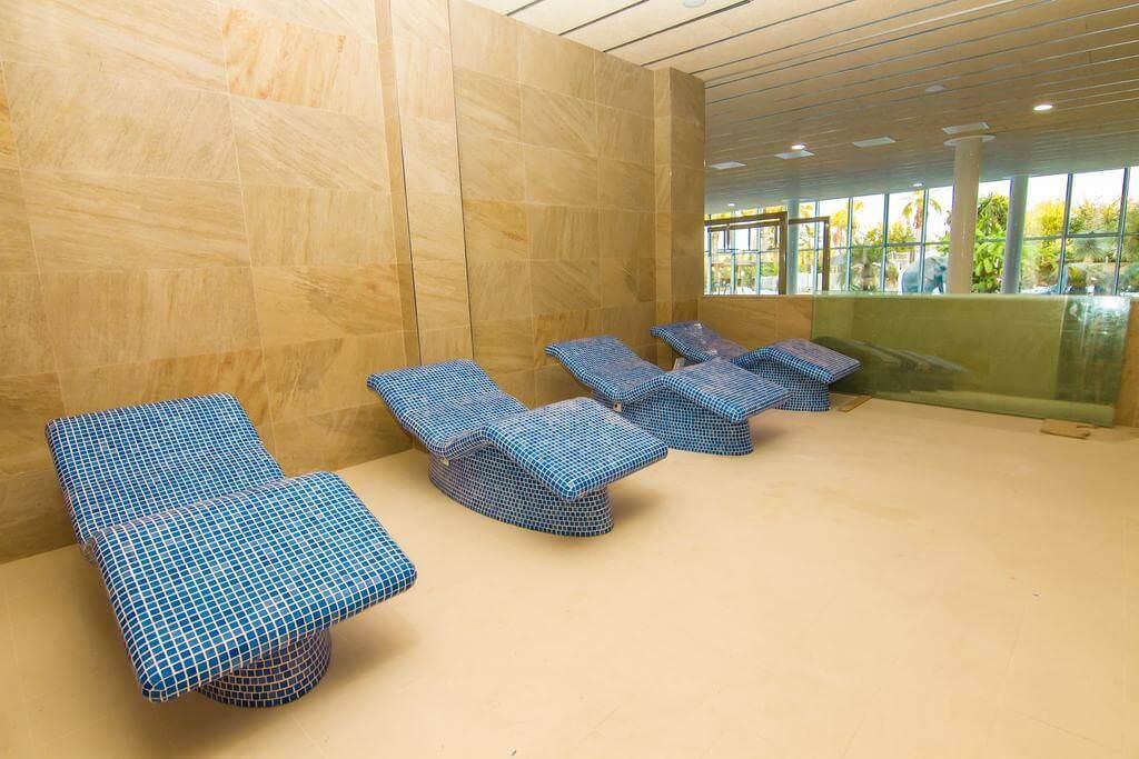 heisse steine mein la marina. Black Bedroom Furniture Sets. Home Design Ideas